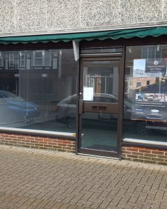 Retail / Office Unit in Highcliffe: BH23 5ET