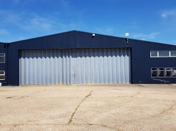 Modern hangar & offices with direct airside access