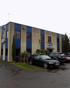 Office spaces to Rent in Hampton: TW12 2HR