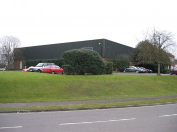 Industrial unit to let: RG24 8FB