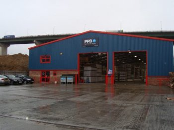 Warehouse to let in Grays
